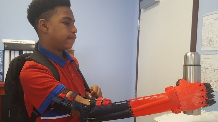 a 3d printed arm is helping an eighth grade student play basketball